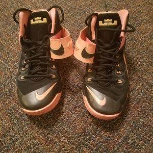 Nike LeBron Zoom Soldier VIII Basketball Size 7Y
